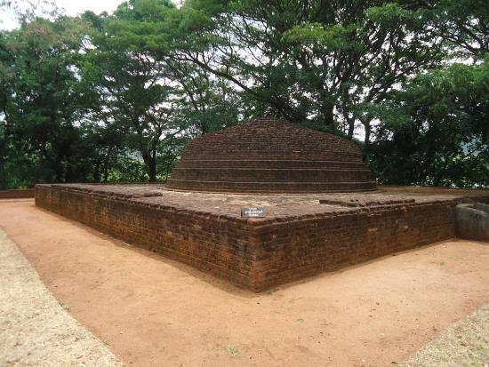 Nalanda Gedige : Ruined Pagoda