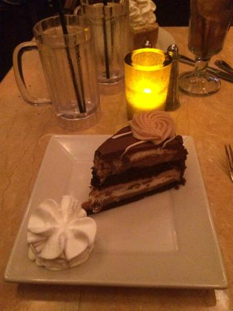 The Cheesecake Factory : Reese's peanut butter chocolate cheesecake