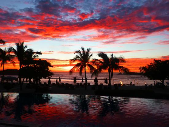 The St. Regis Punta Mita Resort: beautiful sunset every evening