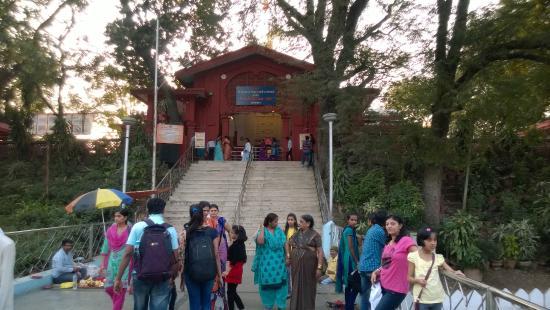 Sarasbaug Ganpati Temple: Temple Entrance