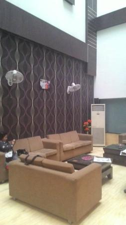 Hotel Paradise Inn: Lobby