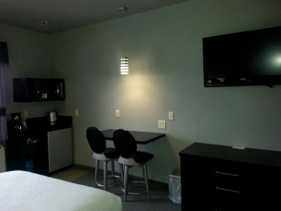 Metropolis Resort: Nice Modern Rooms