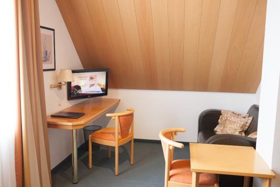 Hotel am Ostpark: Vierbettzimmer TV Ecke