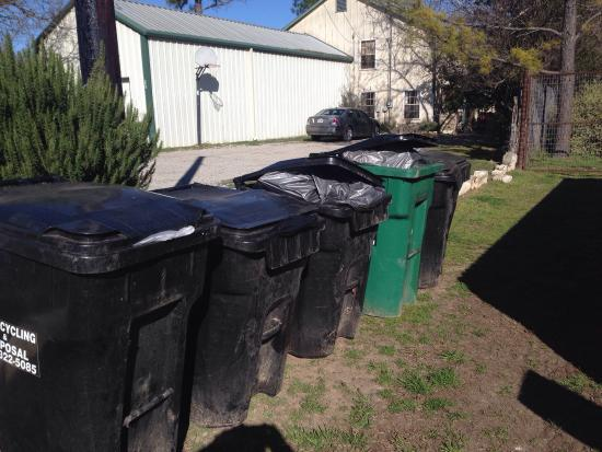 Fredericksburg Herb Farm - Sunday Haus Cottages : Herb farm trash left out 6 days a week!