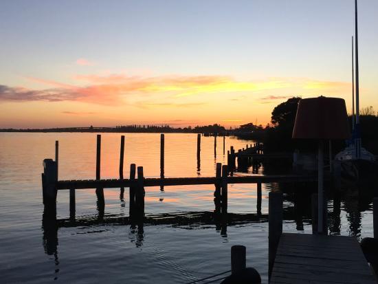 Birks Harbour - Boathouse & Birks River Retreats : Sunset on the wharf