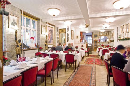 Allegade 10: Den smukke restaurant, med det historiske interiør. Foto: Axel Vermehren