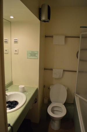 Millau Hotel Club: Bathroom