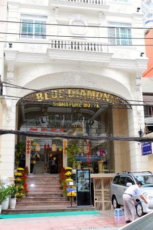 Blue Diamond Signature Hotel: Street Entrance