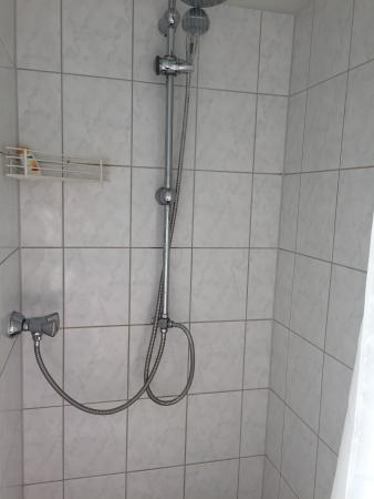 Alexanderplatz Apartments: Two shower heads!!! No cold water!!!! This place has serious issues!!