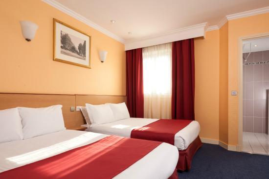 Chambre Quadruple Picture Of Grand Hotel Amelot Paris Tripadvisor
