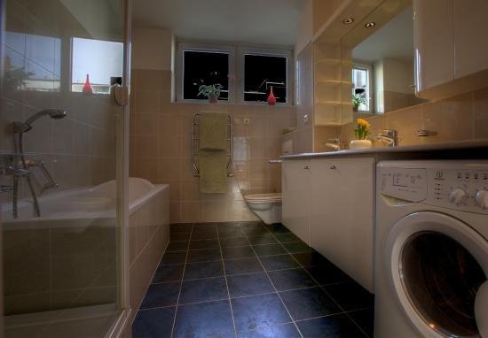 Franciscan Garden Apartments: Glass Suite Apartment - bathroom