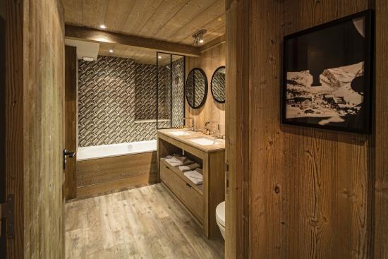 Hotel Kandahar: Salle de bains chambre familiale
