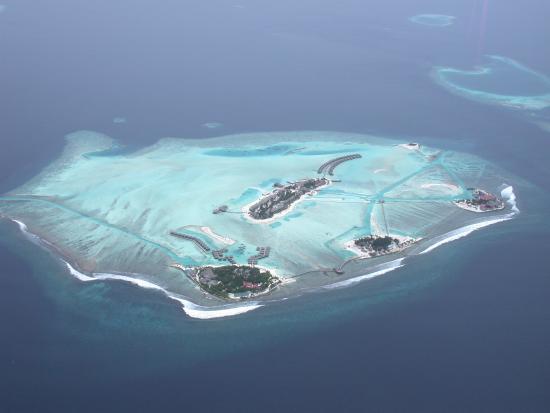 Dhigufinolhu Island: Aerial view from plane
