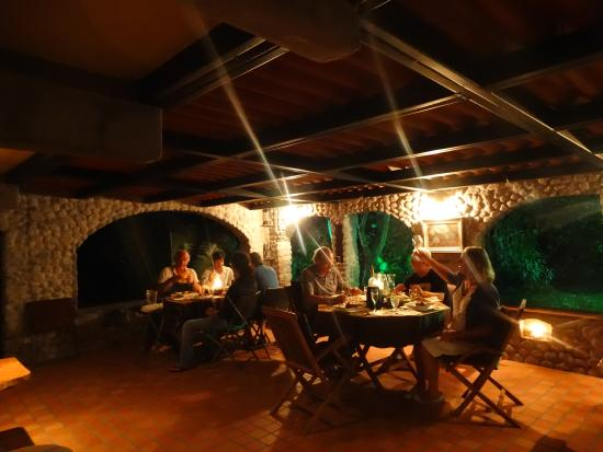 Casa Di Pietra: Dining with the Italian restaurant owners.
