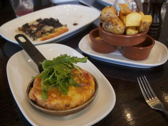 Avida Bar: Tortilla, Patatas Bravas, and the remains of the Catalan flat bread pizza!