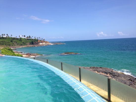 Vista linda da piscina picture of mercure salvador rio for Piscinas lindas