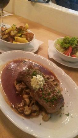 Jever Stuben: Steak mit Pilzen u. Kräuterbutter
