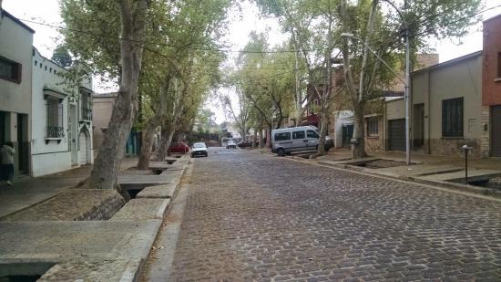 Hostel Empedrado: Vista da rua do hostel