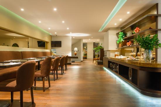 Nico Aparta Suites: Breakfast area