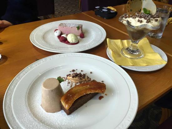 London Beach Country Hotel & Spa: lunch dessert