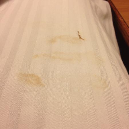 Best Western Plus GranTree Inn: Slept on Dirty Sheets