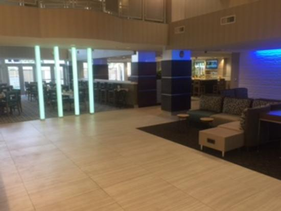 Holiday Inn & Suites Scottsdale North - Airpark: Contemporary lobby!