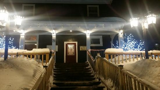Hebel's Restaurant: Front steps