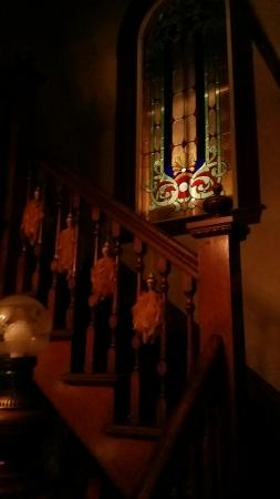 Hebel's Restaurant: Staircase and stained glass to the right of the front door.