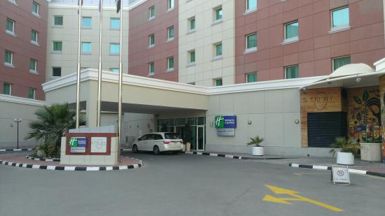 Holiday Inn Express Dubai-Internet City : Front