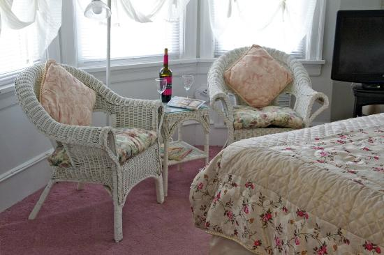 Serendipity Bed and Breakfast: Room # 5 Romantically Rose