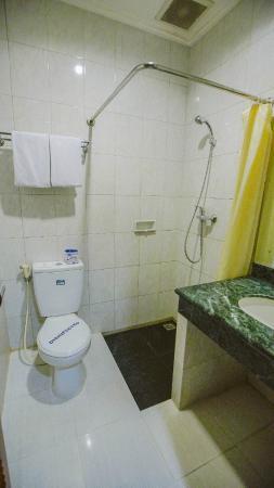 New Sany Rosa Hotel: Bathroom