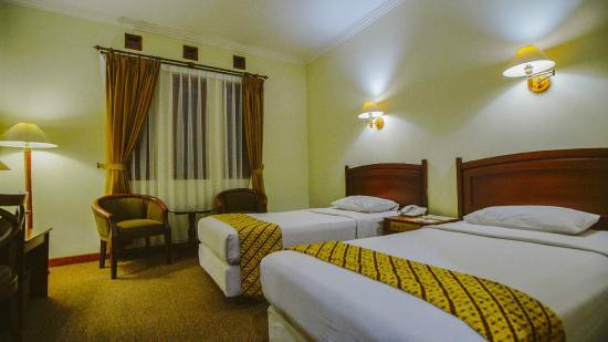 New Sany Rosa Hotel : Night Scene Bedroom