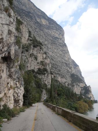 Tremosine, Italie : Montanhas da estrada