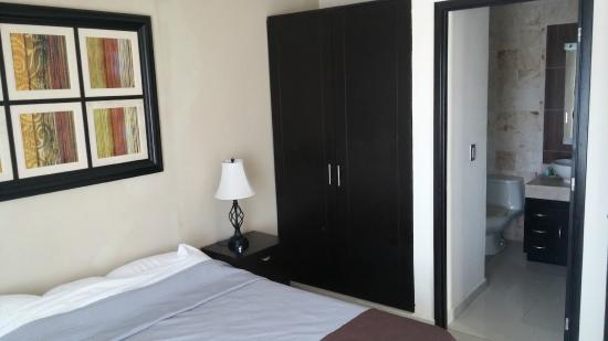 Encanto Riviera Apartments: bedroom