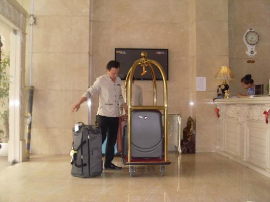 Blue Diamond Signature Hotel: L'accueil
