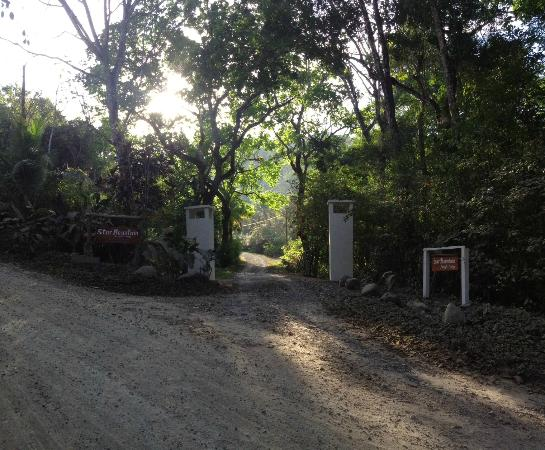 Star Mountain Jungle Lodge: Star Mountain Entrance