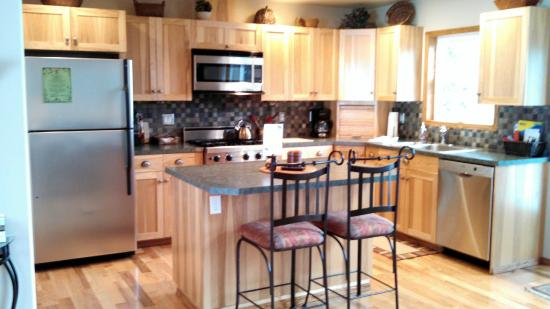 Bethel Ridge Retreat: Kitchen in Aspen View Lodge