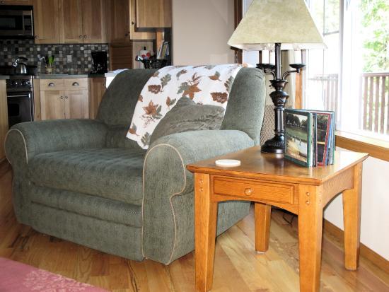 Bethel Ridge Retreat: Comfy chair in Great Room