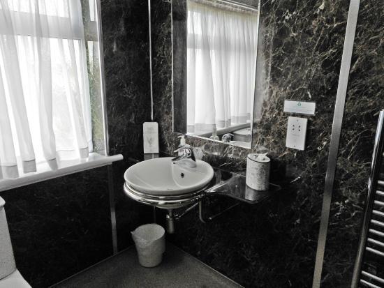 Bargeddie, UK: Bathroom
