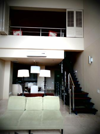 Aha Royal Palm: Area View of Main Area and Queen's Suite
