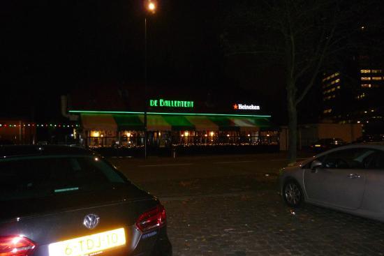 De Ballentent: Il locale da fuori