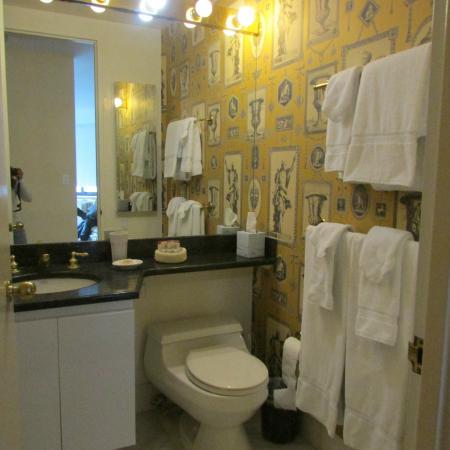 The Marmara Manhattan: banheiro amplo e sempre organizado