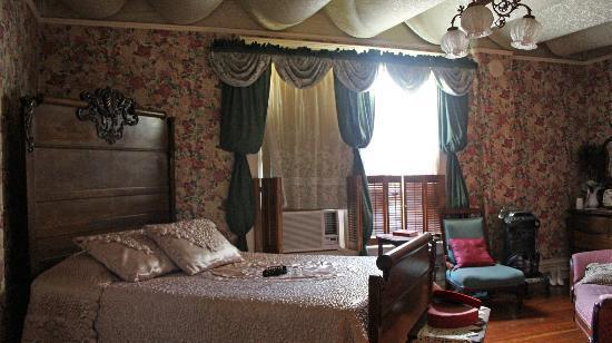 Miss Molly's Bed and Breakfast: Our Room