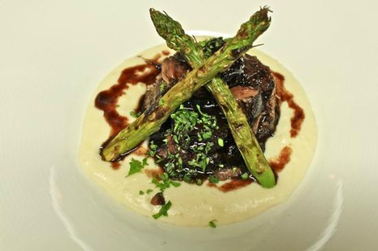 La Gamba Restaurant : Oxtail in red wine sauce served on a bed of mashed potatoes drizzled  with white truffle oil