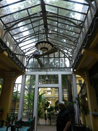 La Villa Battambang: Salle à manger, bar