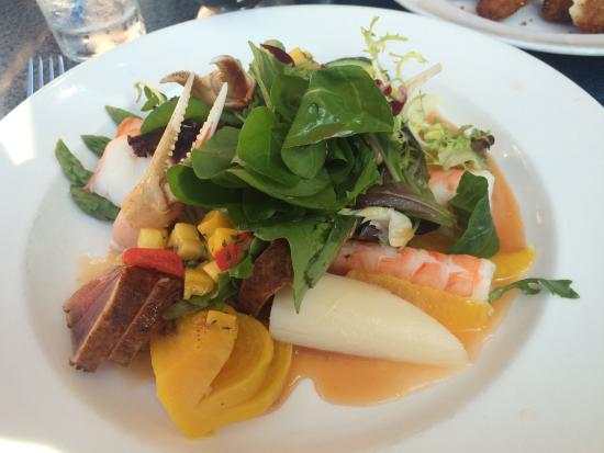 ' ' from the web at 'https://media-cdn.tripadvisor.com/media/photo-s/07/5f/9e/3b/grande-seafood-salad.jpg'
