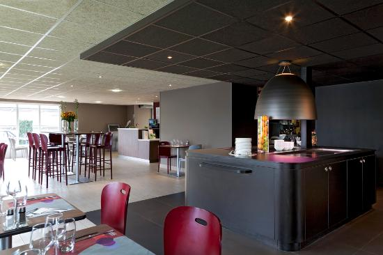 restaurant picture of campanile orleans sud la source orleans tripadvisor. Black Bedroom Furniture Sets. Home Design Ideas