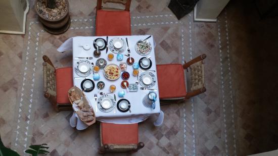 Riad Imik Imik: liebevoller Frühstückstisch