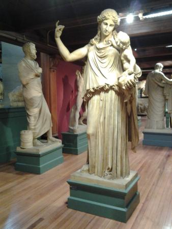 Norwich, CT: European Caste Statues