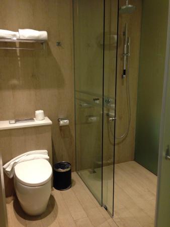 Village Hotel Katong by Far East Hospitality : Room 525 - bathroom